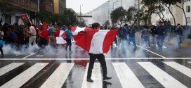 Profesores en huelga y policías siguen enfrentados en la avenida Abancay