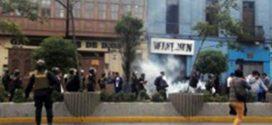 Profesores en huelga se enfrentaron a la Policía en el Centro de Lima