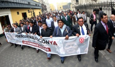 Alcaldes del Perú marcharon exigiendo reelección inmediata