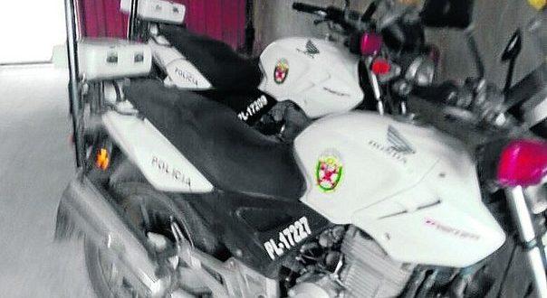 Denuncian que policías de tránsito internan sus motocicletas para luego libar