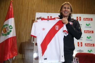 Selección peruana: ayer  presento la  camiseta que usará la Blanquirroja en Rusia 2018