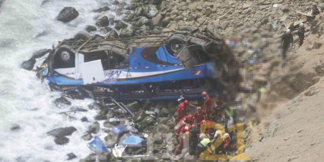 A 48 se eleva la cifra de muertos tras accidente en Pasamayo