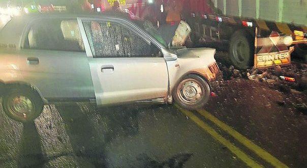 Mueren dos ocupantes de auto en choque con camión en la vía Ayaviri – Juliaca