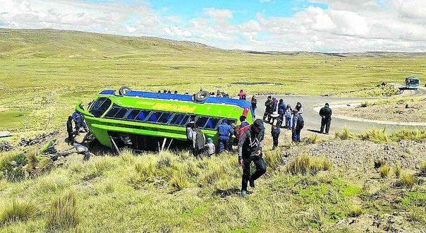 Mujer y dos niños mueren en accidente de ómnibus en la carretera a Vilquechico