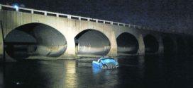 Ocupantes de auto que cayo al río Maravillas sobreviven de milagro
