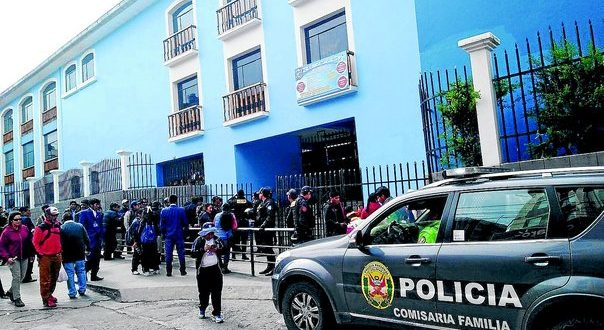 Escolares toman institución educativa por presuntos actos de corrupción