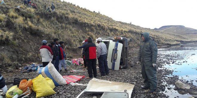 Un trágico accidente de tránsito dejó 6 muertos en la vía Puno – Pichacani